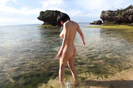 Kazari hanasaki. Kazari Hanasaki takes clothes off at sea and gets cumshot on big jugs